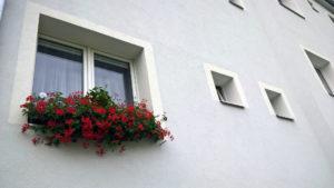 Hezčí vzhled domu je nepopiratelným přínosem. Na rozdíl od úspor energie se však těžko přesně vypočítává.